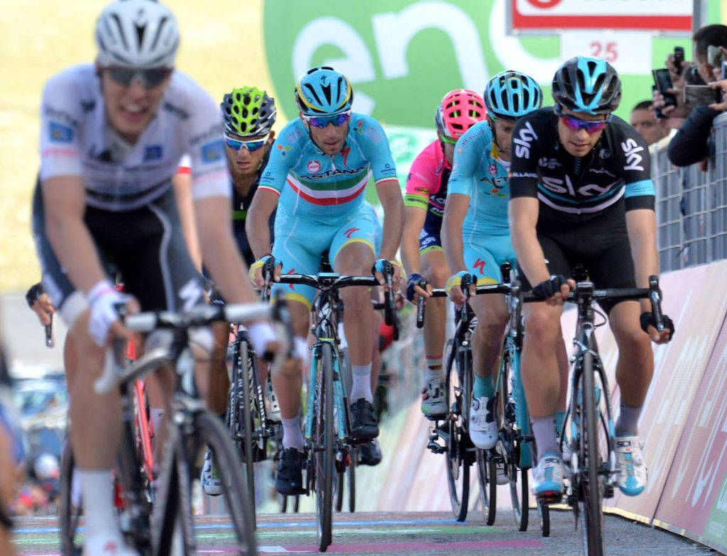 Vicenzo Nibali of Astana (C) team arrive on the finish after the sixth stage of the Giro d'Italia 2016, Ponte to Roccaraso, Italy, 12 May 2016 ANSA/LUCA ZENNARO