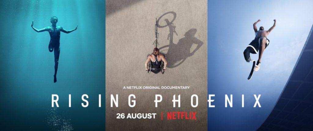 """Plakat filmu """"Jak Fenix"""" przedstawia ujęcia paraolimpijczyków z lotu ptaka."""